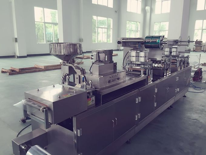 Aluminum Foil PVC Automatic Blister Packing Machine For Food Industry 0